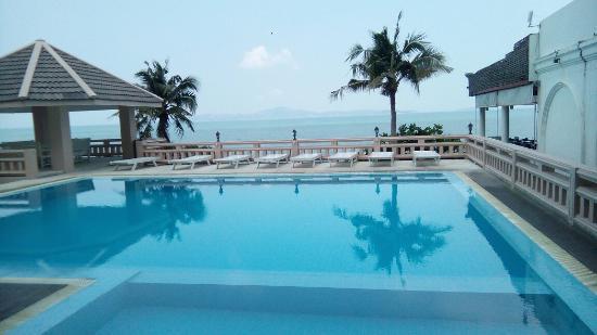 golden beach hotel pattaya review
